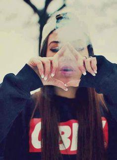 beso con humo de marihuana tumblr - Buscar con Google