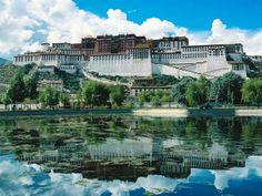 17. Potala Palace (Lhasa, Tibet)