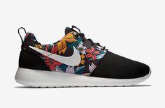 Nike Roshe One – dámské boty, běžecké tenisky, černé, barevný květinový motiv – Roshe Run  #nike #rosheone #rosherun #floral #aloha #print #black #sneakers #shoes #swoosh #running