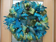 Wreath Crafts, Diy Wreath, Burlap Wreath, Wreath Ideas, Wreath Making, Peacock Wreath, Peacock Decor, Peacock Theme, Christmas Mesh Wreaths