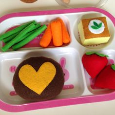 ETSY Pretend Play food Felt food Happy lunch by TomomoHandmade, greenbeans &little carrots
