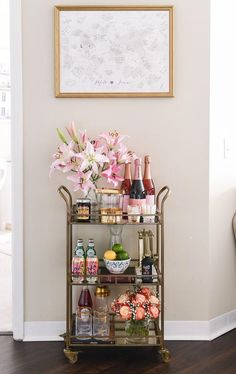35 Affordable Mini Bar Design Ideas That You Can Copy Right Now decoration Diy Bar Cart, Gold Bar Cart, Bar Cart Styling, Bar Cart Decor, Bandeja Bar, Mini Bar, Outside Bars, Home Bar Decor, Small Bars