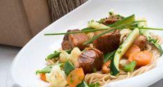 Receta de Salmón con hortalizas y fideos al wok