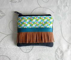 Petite trousse motifs géométriques, franges, en jean et simili cuir recyclés doublée coton : Trousses par melkikou-upcycling