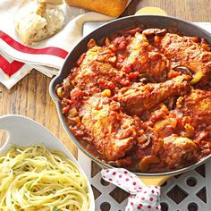 Chicken Cacciatore Recipe -Chicken cacciatore recipes make a good Sunday dinner, since it's so simple to prepare. This recipe is the best because it's loaded with lots of vegetables and is a family favorite. Cacciatore Recipes, Chicken Cacciatore, Chicken Piccata, Chicken Fajitas, Iron Skillet Recipes, Cast Iron Recipes, Skillet Dinners, Chicken Leg Recipes, Okra