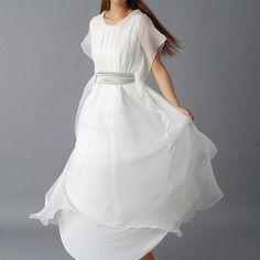 Um vestido de noiva lindo, delicado, produzido artesanalmente, com um elevado nível de qualidade e entregue em sua casa pelo valor total de 88 euros? Sim. Leia o post para saber onde, quando, como e porquê. (Foto de idea2lifestyle)