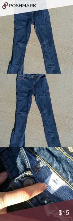 Old Navy women's jeans size 10 Long. Old Navy women's jeans size 10 Long.  Measurements as follows; 32.5 inch inseam, 10 inch rise, 15 inch flat lying waist. Old Navy Jeans