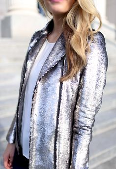 sequined silver blazer would be amazing for a holiday outfit! Passion For Fashion, Love Fashion, Fashion Beauty, Autumn Fashion, Womens Fashion, Space Fashion, London Fashion, Couture Fashion, Fashion Shoes