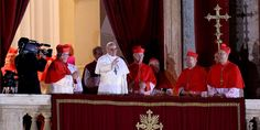 """El nuevo papa es argentino  El jesuita Jorge Mario Bergoglio escogió como nombre Francisco I  Primer papa latinoamericano dijo: """"Cardenales han ido a buscar al nuevo pontífice al fin del mundo""""."""