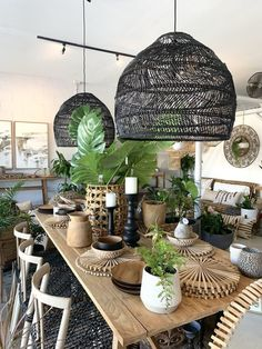 Cool 33 Rustic Basket Lighting Design Ideas With Natural Elements To Try Asap Diy Bedroom Decor, Diy Home Decor, Basket Lighting, Boho Lighting, Lighting Design, Wicker Pendant Light, Rustic Baskets, Casa Cook, Dining Room Lighting
