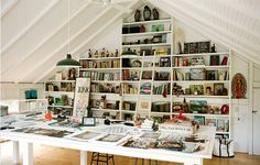 How wonderful is Mary Randolph Carter's 20-foot tall wall of built-in shelving? | Lonny