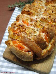Il pane condito è un filone di pane tagliato a fette e farcito con formaggio salumi da portare in tavola e mangiare con le mani, Ricetta con e senza Bimby