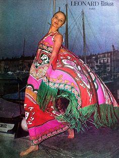 Leonard - 1972 maxi dress long gown graphic print fringe pucci like pink red Mod Fashion, Fashion Prints, Fashion Beauty, Vintage Fashion, Retro Vintage Dresses, Vintage Girls, Vintage Outfits, Vintage Clothing, Size Clothing