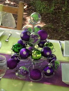 Cup cake holder and Christmas baubles~makes a great table centrepiece in your chosen colour theme.....