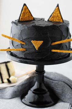 Black Cat Cake: Who'