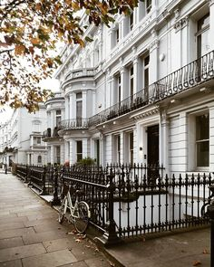 Beautiful Buildings, Beautiful Places, Travel Aesthetic, Music Aesthetic, London Travel, London City, Beach Trip, London England, Travel Inspiration