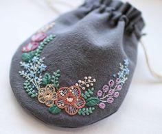 * . 暑い日が続いてますねー。 溶けそうです。 . . #刺繍#手刺繍#ステッチ#手芸#embroidery#handembroidery#stitching#needlework#자수#broderie#bordado#вишивка#stickerei