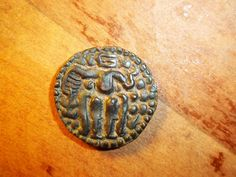 Name that coin! South India Chola empire, maybe? - Coin Community Forum