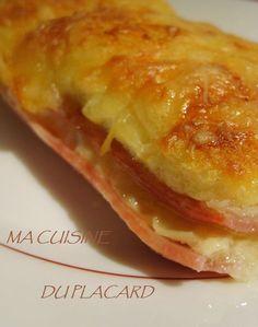 Version de pain perdu au four mélant le crémeux du fromage, l'onctuosité du pain trempé dans du lait et le côté salé.. donné par le jambon... On se régale... car c'est facile, et on aime ça ! Snack Recipes, Cooking Recipes, Snacks, Tomate Mozzarella, Wrap Sandwiches, Junk Food, Kids Meals, Entrees, Brunch