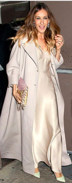 Who made Sarah Jessica Parker's jewelry, coat, gown, handbag, and pumps that she wore in New York?