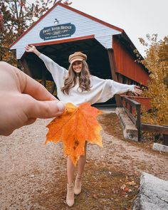Fall Photoshoot Ideas To Get Some Graceful Inspo - Crushappy & fotoshooting-ideen für den herbst für anmutiges inspo - crushappy Fall Photoshoot Ideas To Get Some Graceful Inspo - Crushappy & travel Journal. Autumn Photography, Creative Photography, Photography Poses, Travel Photography, Photography Ideas At Home, Sunset Photography, Artistic Photography, Ideas Para Photoshoot, Throwback Outfits