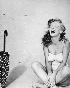Some rarely seen photos of Norma Jean Baker (aka Marilyn Monroe) to commemorate the Anniversary of her death. Divas, Audrey Hepburn, Pretty People, Beautiful People, Beautiful Smile, Perfect Smile, Perfect Body, Fotos Marilyn Monroe, Marilyn Monroe Wallpaper