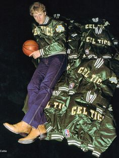 Larry being cool in the Celtics Basketball, Basketball Legends, Basketball Players, Larry Bird, Celtic Pride, Nba Fashion, Team Coaching, African American Artist, Boston Sports