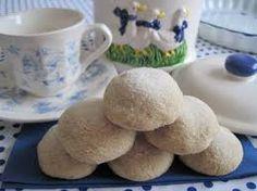 Galletas de nuez en forma de bolitas!!! Sinceramente son muy fáciles de preparar, son muy ricas y divertidas. Son para disfrutar en familia con un buen chocolatito o un cafecito en un día nubladito.