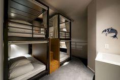 【東京】カプセルホテルなのに素敵すぎる! 女性専用フロアもある都内のカプセルホテル13選 - トラベルブック Dorm Design, Hotel Room Design, Cabin Design, House Design, Dormitory Room, Pinterest Room Decor, Custom Bunk Beds, Bunk Beds Built In, Capsule Hotel