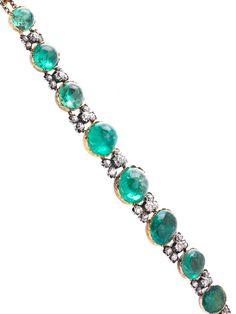 Länge: ca. 19 cm. Gewicht: ca. 42,6 g. Silber und GG 585. Um 1880. Hochdekoratives verlaufendes Armband mit Smaragdcabochons (von hinten verbödet), zus. ca....