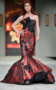 Russian ex-spy Anna Chapman disarms the fashion runway