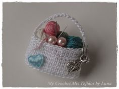My Crochet , Mis Tejidos by Luna: Brooches ...a Hangbag with Yarn and a Hen /Un Bols...