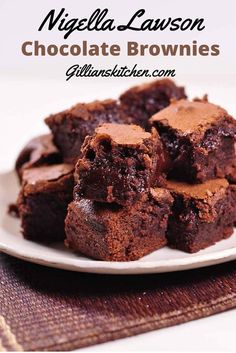 Nigella Lawson Chocolate Brownies: The Best Chocolate Brownie Recipe Baking Recipes, Cookie Recipes, Dessert Recipes, Delicious Desserts, Yummy Food, Gula, Chocolate Desserts, Chocolate Brownie Cupcake Recipe, Chocolate Chips