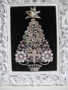 Jeweled Framed Christmas Tree Silver Rhinestones by audreymivey Great idea! Jeweled Christmas Trees, Silver Christmas Tree, Christmas Jewelry, Christmas Art, Jewelry Frames, Jewelry Tree, Old Jewelry, Vintage Jewelry Crafts, Jewels