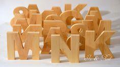 Drewniane literki.