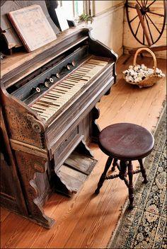 sweet piano((:  http://adjustablepianobench.net