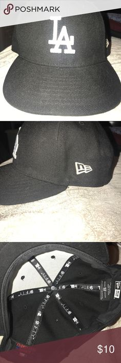 Los Angeles Dodgers hat Black Los Angeles Dodgers hat. Used a couple times... no stains New Era Accessories Hats