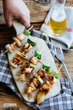 Brochetas de pollo y piña al chipotle. Receta con fotografías de cómo hacerla y recomendaciones de cómo servirla. Recetas con pollo