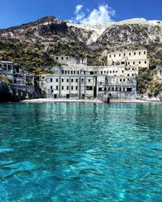 """eccellenze-italiane:  """" Lipari, cave di pomice  Sicilia  """""""