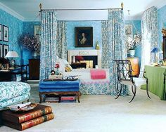 Charlotte Moss @charmossny designed this elegant bedroom, inspired by #paulinederothschild, for the 2006 @kbshowhouse. 💙 It is one of my all time favorites! 💙💙💙 #charlottemossdecorates