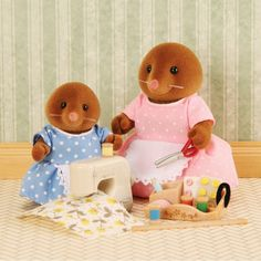 Sylvanian Families Sewing with Mother