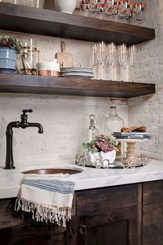 Awesome Farmhouse Kitchen Design Ideas 7700--butlers pantry