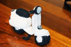Winnie The Pooh portachiavi amigurumi schema gratis tutorial walt Disney Diy Crochet Toys, Crochet Patterns Amigurumi, Amigurumi Doll, Free Crochet, Vespa, Amigurumi Tutorial, Crochet Videos, Learn To Crochet, Yarn Crafts