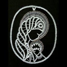 ručně paličkovaná krajka - Panna Marie (26) | GRUNDO.cz Bobbin Lace Patterns, Dot Art Painting, Lacemaking, Bruges, Filet Crochet, String Art, Crochet Dolls, Madonna, Couture