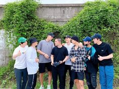 All members including lay send off Kyungsoo today. my heart is beyond happy now. Thank you boys. Kyungsoo lets comeback safely and healthy. i know you'll do well there. Baekhyun Chanyeol, Park Chanyeol, Kai, Luhan And Kris, Exo Lockscreen, Exo Concert, Xiuchen, Exo Ot12, Exo Chanbaek
