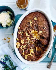 Warming spice, gooey Cornish fudge and a sweet dates – Paul Ainsworth& pudding recipe will become a new family favourite this winter. Sticky Date Cake, Sticky Date Pudding, Toffee Pudding, Pudding Cake, Delicious Desserts, Dessert Recipes, Yummy Food, Hot Desserts, Dessert Ideas