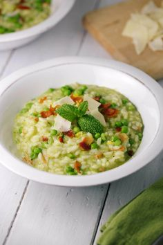 Creamy Pea and Bacon Risotto with Mint - An excellent springtime Italian dish! Tender arborio rice is flavored with peas, fresh mint and crispy bacon. | jessicagavin.com