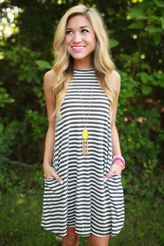 Casual striped dress. Great accessories.