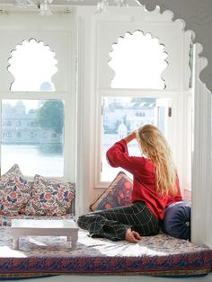 Best Boutique Hotel in Udaipur with Lake Views + The Perfect Boat Ride Around the Lake Palace - Hippie In Heels India Travel Guide, Travel Tips, Asia Travel, Travel Destinations, Udaipur India, Jaipur, Weather In India, Stuff To Do, Things To Do