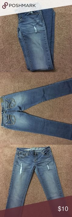 Distressed jeans. 5/6 long skinny jeans. Deep stitching and zipper detailing on the back pockets. If you have thick thighs, these jeans will not work for you. Rue 21 Jeans Skinny